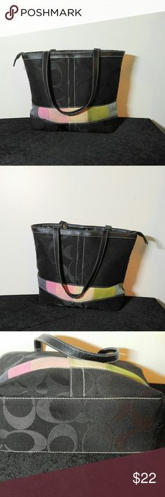 Pretty Fashion Bag Very Pretty Shoulder Fashion Bag -14.5 X 11.5 with 10 in drop-**NOT** Coach! Bag is missing zipper pull, still zip with no problem. Bags Shoulder Bags