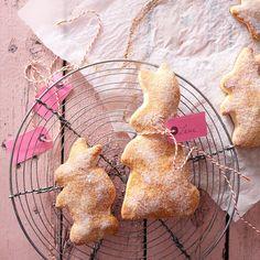 Der Teig für die süßen Hasen ist aus wenigen Zutaten schnell geknetet und gebacken - perfekt für den Osterbrunch.