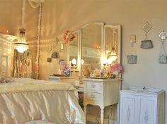 Relaxing Shabby Chic Bedroom Ideas with Decorations: Marvelous Shabby Chic Bedroom White Cabinet Made From Wooden Material Plan Ideas White Artistic Furniture Design ~ FreeSharing Bedroom Inspiration Cottage Shabby Chic, Style Shabby Chic, Shabby Chic Bedrooms, Bedroom Vintage, Shabby Chic Homes, Shabby Chic Furniture, Vintage Room, Cottage Bedrooms, Cottage Furniture