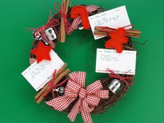 3 Quick and Easy Christmas Wreaths: Pictures and Ideas | Reader's ...