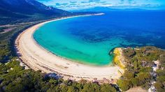 Hotels-live.com/pages/sejours-pas-chers - Don't know about you but we think this looks like a pretty good spot to start the morning! This stunning little cove is one of the many white-sand beaches waiting to be explored on Flinders Island. Located off Tassie's northern shores Flinders is the largest of the Furneaux Group of 52 islands and offers a range of experiences sure to keep you busy. Start you day walking one of the secluded beaches and then spend the afternoon on a lazy scenic drive…