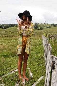 Paisley kimono, black wide brim, high waisted shorts & lace camisole. Relaxed boho outfit perfect for spring.