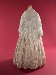 Victorian Women, Victorian Fashion, Victorian Dresses, Victorian Era, Corsage, 1850s Fashion, Civil War Fashion, Civil War Dress, 19th Century Fashion