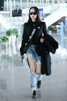 Song Qian (宋茜) also known as Victoria of f(x) (에프엑스) ❤❤ I always love the outfits she wears while going through the airport, she always manages to look so effortlessly chic and stylish!!
