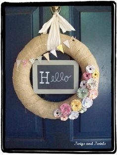 can change your door greeting all the time!! love this.