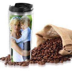 Der Thermobecher mit deinem Foto ist praktisches und originelles Fotogeschenk für alle Kaffee- und Teetrinker. Auch kalte Getränke bleiben damit lange kalt.