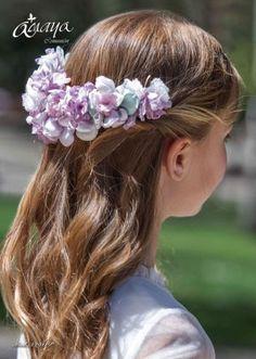 Première Communion, First Communion, Romantic Wedding Hair, Wedding Veils, Flower Girl Hairstyles, Wedding Hairstyles, Communion Hairstyles, Girls Communion Dresses, Wedding Headdress