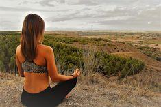 Desde siempre me he considerado una persona espiritual, pero con el paso de los años esos sentimientos han ido cambiando y evolucionando, lo que me hizo necesitar buscar más allá de lo que conocía hasta ahora. En esta búsqueda interna me he encontrado con el yoga, primero de una forma espiritual y después física. Pues este camino de cambios, tanto…