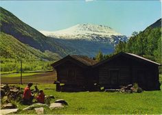 Postkort fra Tinn i Telemark - Mittet & Co - Telemark, Norway. The Golden Compass, Lofoten, Mount Rainier, Norway, Colorado, Mountains, House Styles, Places, Water