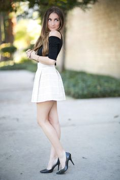 Classy Outfits, Sexy Outfits, Fashion Outfits, Beautiful Young Lady, Beautiful Legs, Girls In Mini Skirts, Fashion Videos, Cosplay Outfits, Hot Dress