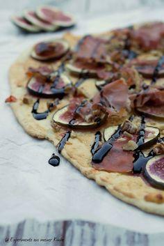 Experimente aus meiner Küche: Herbstlicher Flammkuchen mit Feigen, Prosciutto und Walnüssen