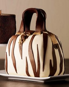what a cool cake!  http://rstyle.me/n/skpinpdpe