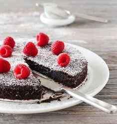 KLADDKAKE MED BRINGEBÆR | TRINES MATBLOGG Frisk, Cheesecake, Food And Drink, Desserts, Recipes, Sweet Stuff, Tailgate Desserts, Deserts, Cheesecakes