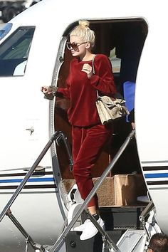 Kylie Jenner is a fashionable flyer in red velour jumpsuit as she takes private jet home with Tyga after NYFW Moda Kylie Jenner, Kylie Jenner Fotos, Trajes Kylie Jenner, Looks Kylie Jenner, Kyle Jenner, Kylie Jenner Outfits, Kylie Jenner Style, Kendall And Kylie Jenner, Kardashian Style