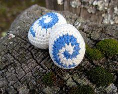 Mini Hearthstone - free World of Warcraft inspired crochet pattern by Vivian Lee.