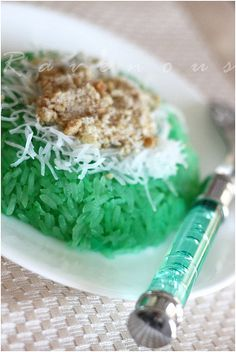 Xoi La Dua (Vietnamese Pandan and Coconut Sticky Rice) With A Sweet and Salty Peanut/Sesame Topping Recipe by Ravenous Couple