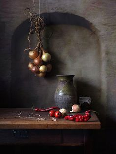 Dutch Still Life, Still Life 2, Still Life Drawing, Still Life Photos, Painting Still Life, Dark Food Photography, Still Life Photography, Fruit Painting, Bottle Painting