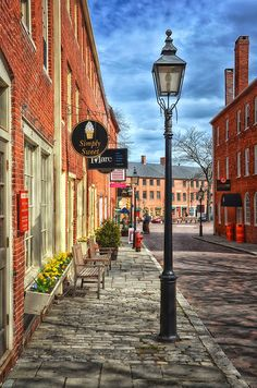 View along Inn Street....Simply Sweet is our favorite ice cream and candy store.