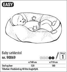 """Det er generelt """"forbudt"""" at sætte sin lille baby op i længere tid, det være sig i fx skråstol eller Bombo-stol, men din baby må ligge/sidde uden begrænsninger i en babysækkestol, da den former sig efter babys ryg. Jeg har syet en efter dette mønster fra Stof & Stil. Mønstret er billigt og let at sy selv for en nybegynder."""