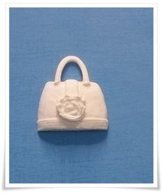 Miniatura feita em resina100% pura - cor branca. R$ 2,20