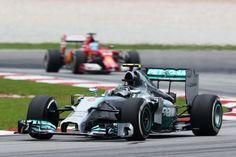 A poche ore dalle qualifiche, le due Mercedes dimostrano di essere su un altro pianeta, e staccano tutti di più di un secondo. Räikkönen è sempre immediatamente dietro, seguito dalle Red Bull, sempre più presenti, e dall'ottima Force India di Hülkenberg, che potrebbe impensierire più di un team. Dopo Alonso e le Williams, tutti gli altri, comprese le due Lotus, in timido recupero. In strana difficoltà le due McLaren.