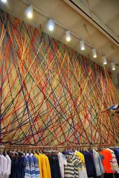 This would be a great back drop at a party venue.   Use coloured wool.   Shop in Rome, Italy #retaildetails