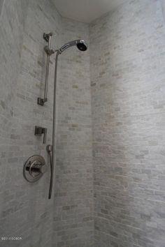 small tiles shower - not sure of the material Small Tile Shower, Small Tiles, Rental Bathroom, Master Bathroom, Bathroom Inspiration, Bedroom Ideas, Door Handles, Mountain, Modern
