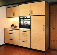 Küche aus Birke mit Arbeitsplatte aus Dierfurter Kalkstein und schwarz betonte Kanten. Lockers, Locker Storage, Cabinet, Design, Furniture, Home Decor, Decorating Kitchen, Birch, Counter Top