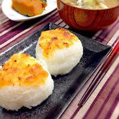 お昼ご飯は簡単に…♡ - 132件のもぐもぐ - 焼おにぎりと豚汁 by Hattoriiin