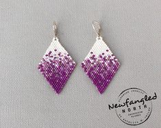 Items similar to Pixelated Berries on Etsy Native Beading Patterns, Beadwork Designs, Beaded Earrings Patterns, Seed Bead Patterns, Diy Earrings, Seed Bead Earrings, Bijoux Diy, Bead Jewellery, Beads And Wire