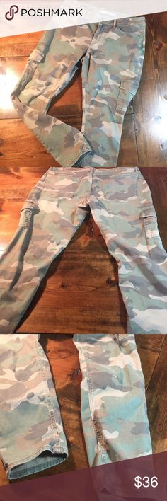 American Rag Camo Pants Super cute fit!  These cotton/Spandex camo pants are comfort and fun to wear!🐛 #worn 1-2 times American Rag Pants Skinny