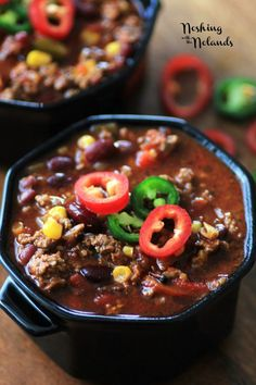 From winter chill to game days, there are tons of excuses to eat a good bowl of chili. Here are 25 Chili Recipes to Keep You Warm Best Chili Recipe, Chilli Recipes, Mexican Food Recipes, Crockpot Recipes, Soup Recipes, Great Recipes, Slow Cooker Recipes, Cooking Recipes, Favorite Recipes