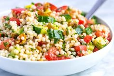 How to make light and healthy couscous salad with a simple lemon vinaigrette, cucumber and herbs. Jump to the Easy Lemon and Herb Couscous Salad Recip Couscous Salad Recipes, Vegetable Salad Recipes, Healthy Salad Recipes, Vegetable Couscous, Recipe For Couscous, Lemon Salad Recipe, Couscous Healthy, Orzo Recipes, Healthy Recipes