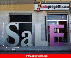 Lettering Gigante per allestimento vetrinistico.  www.saleprogetti.com