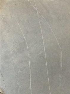 Twee lijnen, mooie foto. De krassen lijken getrokken lijnen met krijt.