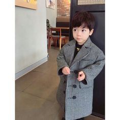 Baby Kids Things To Do - Grey Baby Aesthetic - - Cool Baby Gifts - Cute Asian Babies, Korean Babies, Asian Kids, Cute Babies, Couple With Baby, Mom And Baby, Baby Boy, Dog Baby, Little Boy Fashion