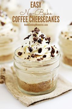 Coffee lovers, this is for you: Easy No-Bake Coffee Cheesecakes recipe! This is so good and SO easy. You'll seriously be able to make these mini desserts in a jar in less than 30 minutes.