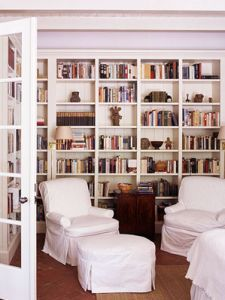 Perfect idea for front sitting/music room. Can store books, sheet music, and potentially instruments (if there was one large compartment).
