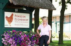Pension Eichenhof Hellwege This family-run guest house enjoys a quiet and scenic location in the village of Hellwege, a 5-minute drive from the A1 motorway. It offers leisure activities for families and country-style rooms.