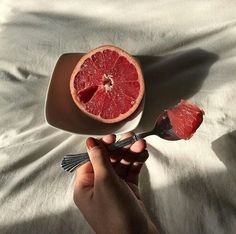 Our go to good morning snack. The powerful nutrient combination of fiber, potassium, lycopene, vitamin C, and choline in grapefruit all help to maintain a healthy heart ❤️⠀ Do you enjoy grapefruit? Cute Food, Good Food, Yummy Food, Food Porn, Aesthetic Food, Aesthetic Girl, Grapefruit, Food Photography, Photography Aesthetic