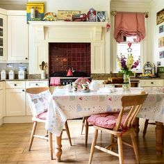 Pretty kitchen scheme filled with warmth, color and vintage country style.