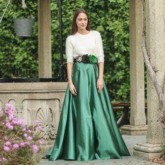 Falda Royal Verde Esmeralda larga para invitada de boda. Confeccionada a mano, se realiza a medida en nuestro taller de Galicia - Aluèt