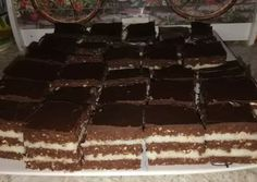 Sütés nélküli zebra kocka | Hajdú Oszkárné Pór Mariann receptje - Cookpad receptek Hungarian Desserts, Tiramisu, Ethnic Recipes, Food, Candy, Essen, Meals, Tiramisu Cake, Yemek
