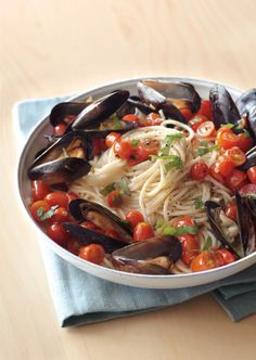Spaghetti and Mussels with Tomatoes and Basil Williams-Sonoma