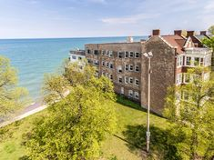 Directly on the lake! Cozy spot w/ panoramic views - Apartments for Rent in Chicago, Illinois, United States