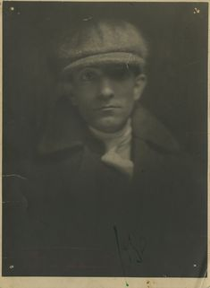 Fotografia inédita de Almada Negreiros, Lisboa, 1921 Espólio Almada Negreiros