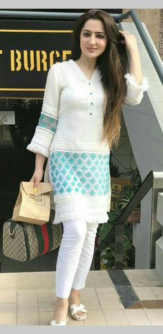 21 Latest Casual Style Outfits That Will Inspire You - Fashion Ideas - Luxury Style Kurti Neck Designs, Kurta Designs Women, Dress Neck Designs, Kurti Designs Party Wear, Designs For Dresses, Blouse Designs, Pakistani Dresses Casual, Pakistani Dress Design, Indian Dresses