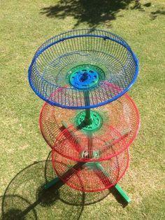 Recycled Garden Art, Recycled Crafts, Pedestal Fan, Cardboard Box Crafts, Old Fan, Mug Rug Patterns, House Plants Decor, Garden Deco, Diy Garden Projects