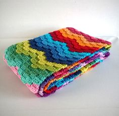 Bright, colorful plaid crochet blanket made from the remnants of yarn. Crochet Ripple, Crochet Diy, Crochet Afgans, Manta Crochet, Love Crochet, Crochet Shawl, Crochet Stitches, Plaid Crochet, Rainbow Crochet