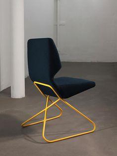 Cadeira com Linhas Geométricas